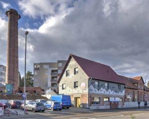 Das Gelände rund den Schornstein der ehemaligen Tonwarenfabrik